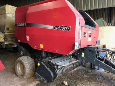 Case RB454 baler